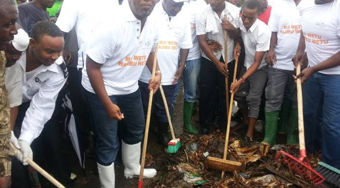 Governor Joho in Clean up exercise