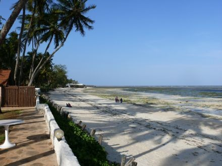 Kenya_Mombasa_Kikambala_Beach_Sun_N_Sand_Beach_Resort._Pool8_1_6416fabfa95d2b9fcf94f8033b8c5812_600x400