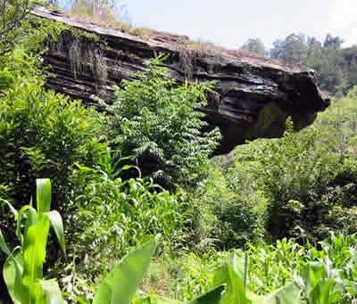 img_kenyatta_caves
