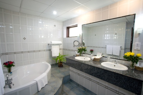 Exexutive Suite's bathroom