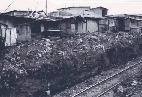 b&w kibera sewer railway