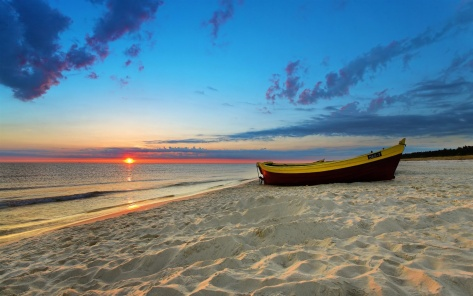 A-Boat-by-Beachside-With-Peaceful-Sea-and-Setting-Sun-Warm-and-Golden-Light-Are-Still-Gained-HD-Natural-Scenery-Wallpaper