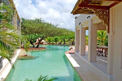 pool-view-main-majlis-villa